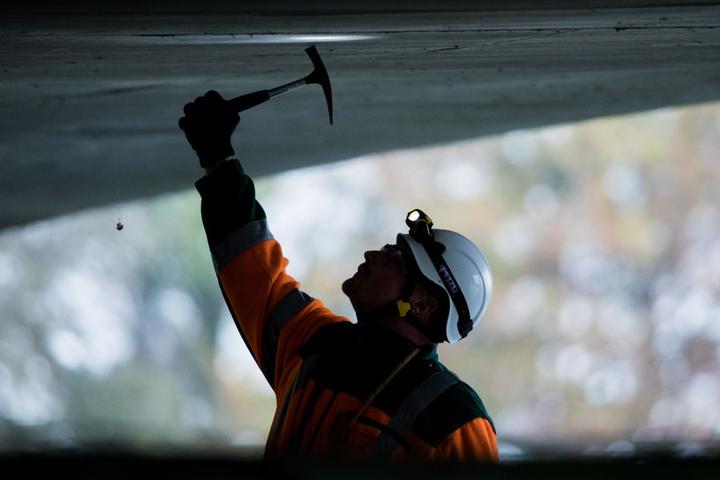 Besonders im Winter gibt es aber in Außenberufen weniger Arbeit. (Symbolbild)