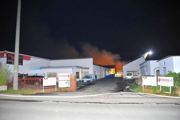 Das Feuer war in einem Gewerbegebiet ausgebrochen.