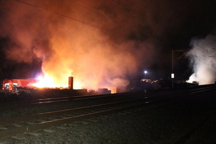 Die Feuerwehr musste zusätzliche Kräfte alarmieren.