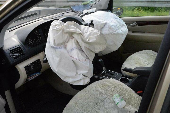 Durch die Wucht des Aufpralls lösten die Airbags aus.