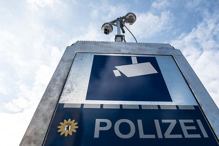 Vertreter von Polizei und Politik stellten die neue mobile Videoüberwachungstechnik der Polizei vor.