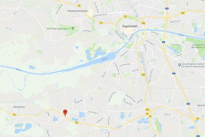 Auf der Bundesstraße 16 ist es in Bayern zu einem tödlichen Verkehrsunfall gekommen.