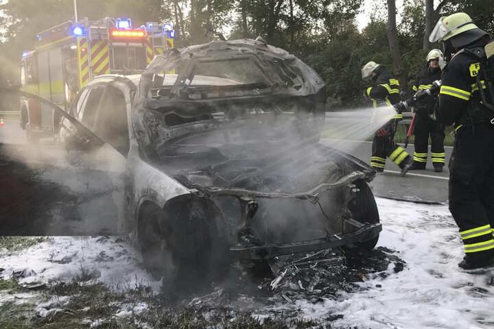 Das Auto war nicht mehr zu retten, es brannte vollständig aus.
