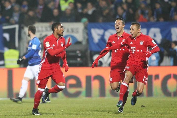 Der FC Bayern München geht mit einem Unentschieden als Herbstmeister in die Winterpause.