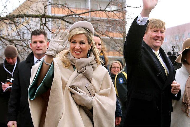 Auf ihrem Besuch in Leipzig trotzen König Willem-Alexander und Königin Maxima dem kalten Wetter mit einem Lächeln.