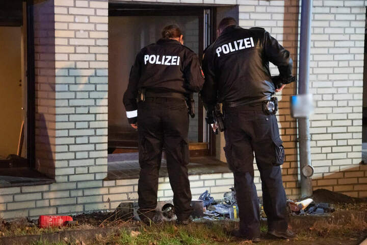 Die Polizei sicherte Spuren am Brandort.