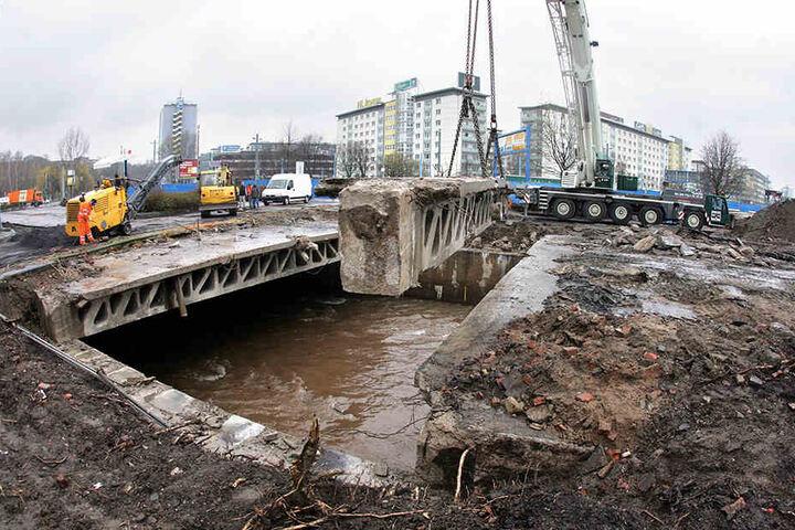 Nach 96 Jahren wurde der Fluss Chemnitz 2008 aus dem Untergrund befreit. Die Fläche  verwandelte sich in eine Stadtidylle