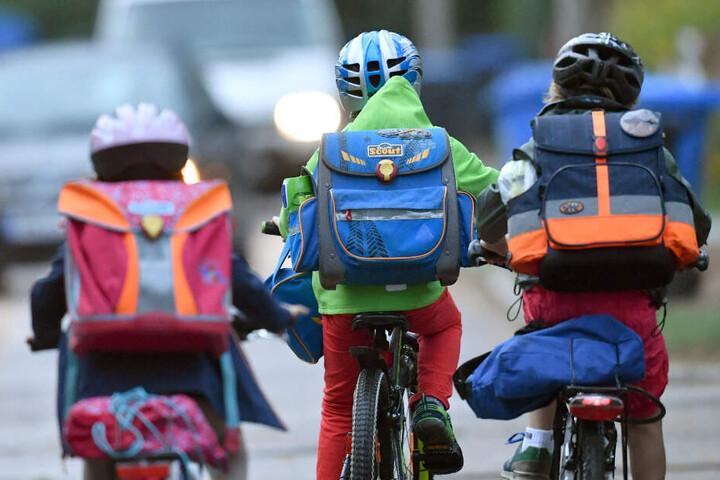 Die Kinder waren nach der Grundschule auf dem Weg zum Hort. (Symbolbild)