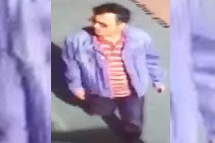 Die Polizei hält es für möglich, dass der Verdächtige immer noch diese Kleidung trägt.