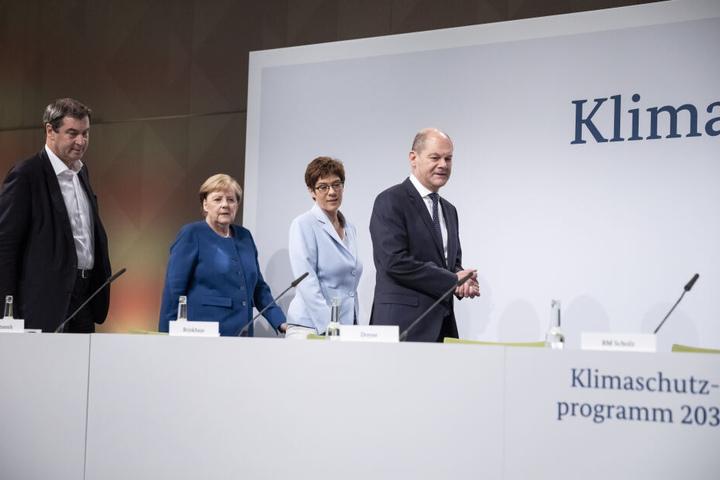 Markus Söder (l-r), Ministerpräsident von Bayern und CSU-Vorsitzender, Bundeskanzlerin Angela Merkel (CDU), Annegret Kramp-Karrenbauer, Bundesministerin der Verteidigung und CDU-Vorsitzende, und Olaf Scholz (SPD), Bundesfinanzminister, bei der Sitzung des