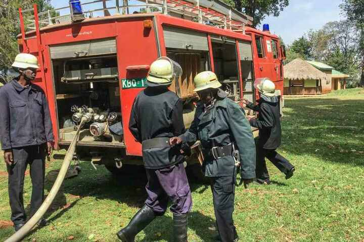 Feuerwehrleute beim Löschtraining in Kenia.
