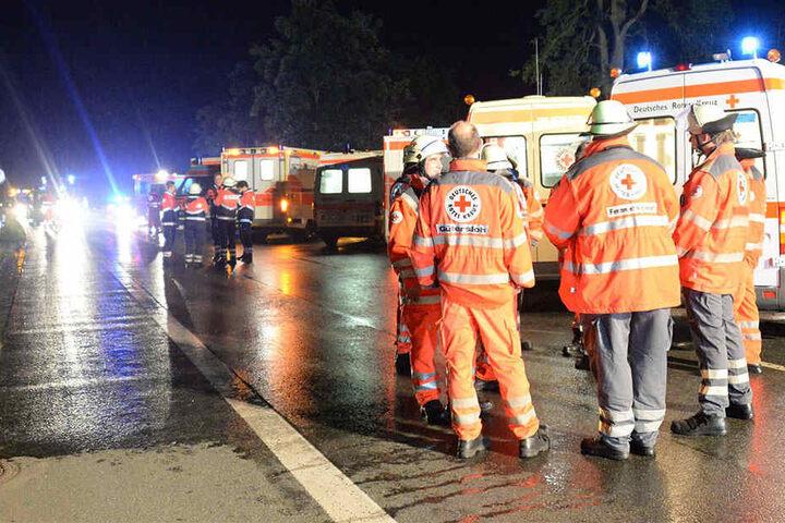 Zehn Person wurden schwer verletzt in Krankenhäuser gefahren.