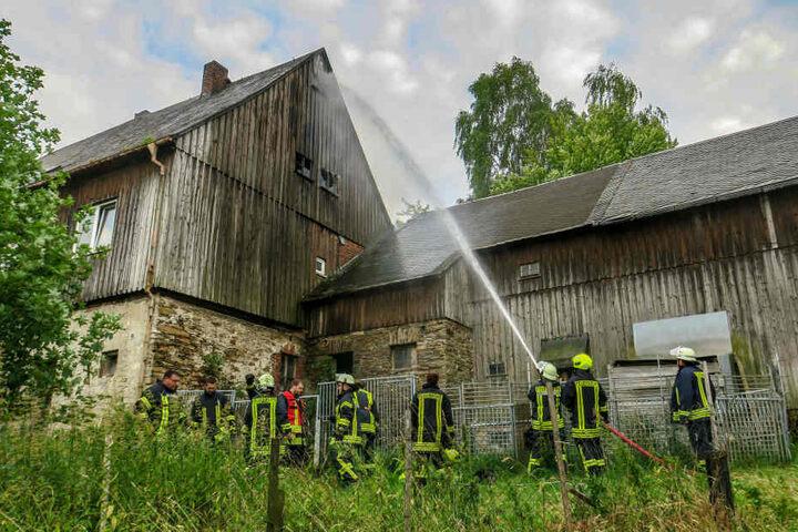 Im Inneren des Dachstuhls brannte es.