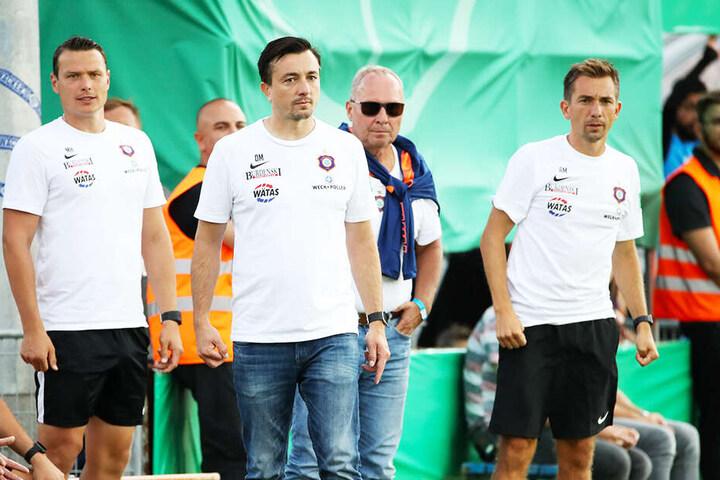 Daniel Meyer (Zweiter von links) und sein Bruder André (r.) wurden vom FC Erzgebirge Aue überraschend beurlaubt. War es eine einsame Entscheidung von Präsident Helge Leonhardt (Zweiter von rechts).
