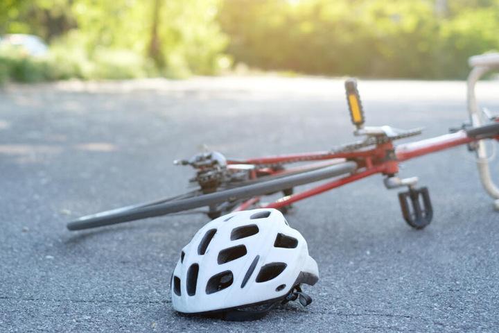 Zwei Radfahrer sind in Berlin nach Stürzen gestorben. (Symbolbild)