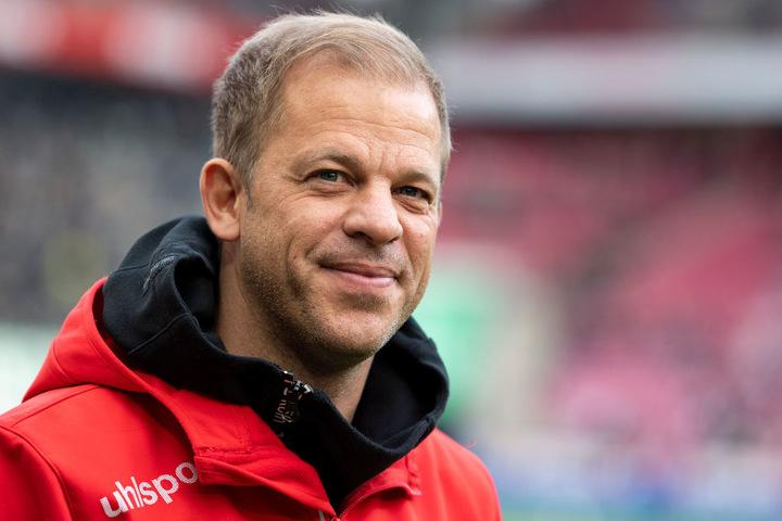 Zeigte sich nach dem Spiel sehr zufrieden: Kölns Trainer Markus Anfang (44).