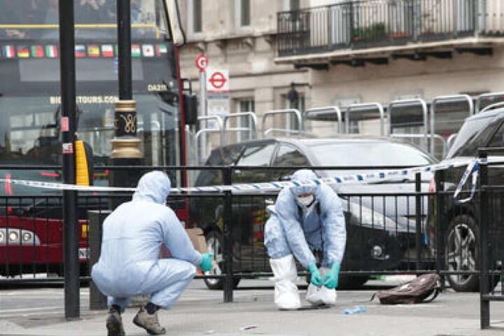 Im Londoner Regierungsviertel werden Spuren gesichert.