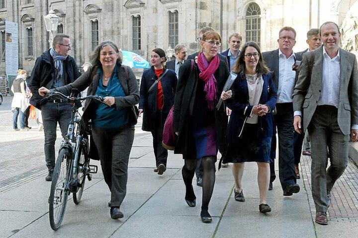 Die Grünen auf dem Weg zu den Koalitionsverhandlungen. Alle drei Parteien geben sich zuversichtlich.