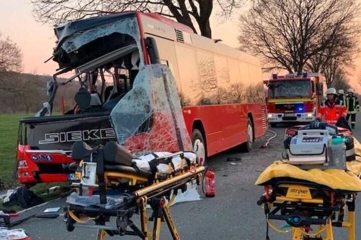 Der Bus wurde bei dem Unglück komplett zerstört.