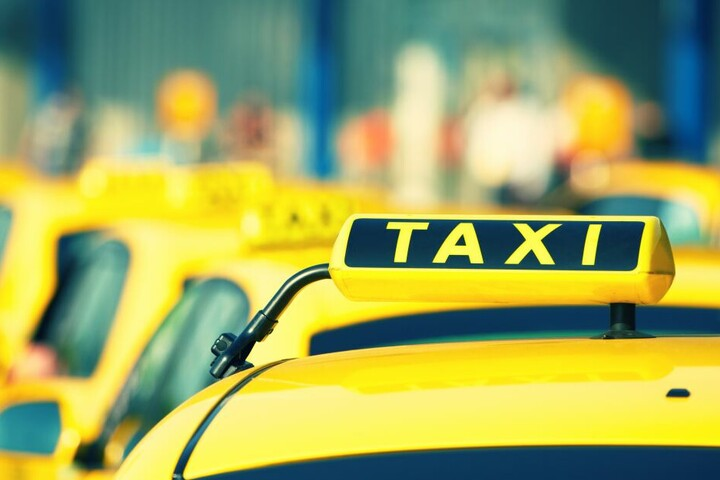 Aufgrund eines wichtigen Termins rief sich der Mann kurzerhand ein Taxi und verschwand - für satte neun Stunden (Symbolbild)!
