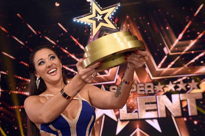 """Im letzten Jahr holte Sängerin Angel Fluges den """"Supertalent""""-Pokal nach Hause."""