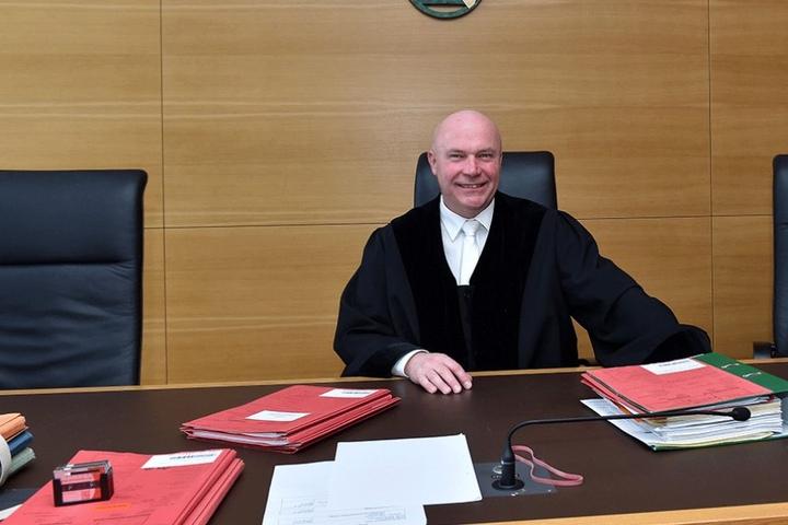 Amtsrichter Arndt Fiedler (53) kennt bei betrügerischen Briten keinen Spaß.