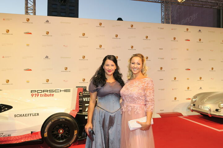 Auch die Leipziger Prominenz zeigte sich natürlich. Hier Radio-Moderatorin Freddy Holzapfel mit ihrer Schwester.