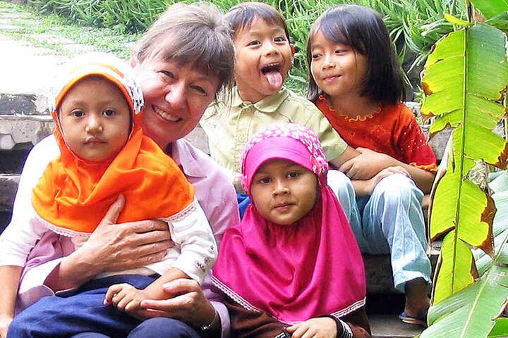 Mit ihrer natürlichen und herzlichen Art kommt die Sächsin bei den jungen Asiaten gut an.