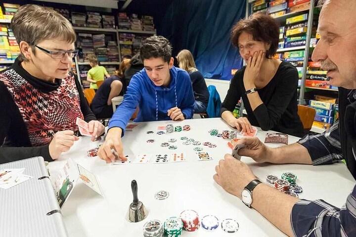 Diese Teilnehmer hatten sichtlich Spaß am Pokern.