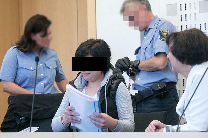 Zusammen mit Romana S. (29) wurde er wegen räuberischen Diebstahls angeklagt.