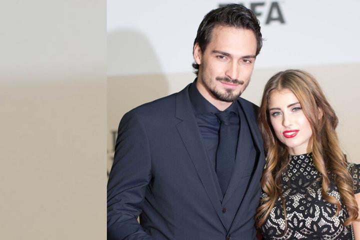 """Mats Hummels und seine Frau Cathy kommen am 10.11.2014 in Berlin zur Weltpremiere des Films """"Die Mannschaft""""."""