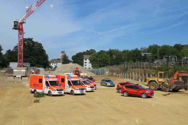 Zahlreiche Rettungskräfte kümmerten sich vor Ort um die Verletzte.