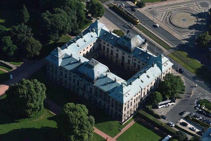 Das nach dem Krieg wiederaufgebaute Japanische Palais war bis 1945 Sitz der Landesbibliothek.