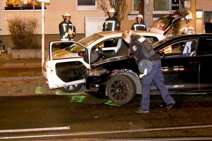 Die Insassen der Autos wurden leicht verletzt.