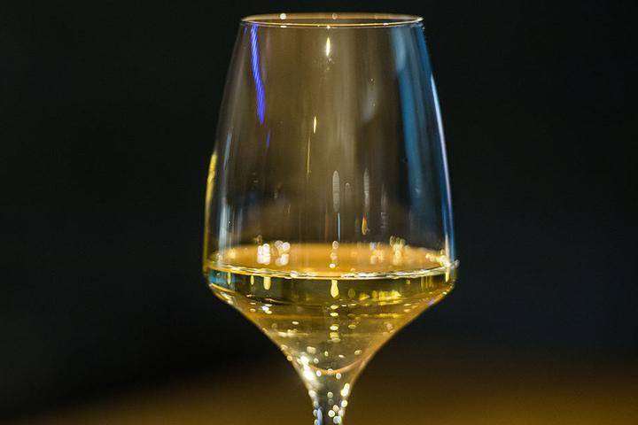 Prost! Am Sonntag endet der Weinmarkt in Bielefeld.