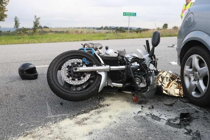 Die Polizei muss nun den genauen Unfallhergang ermitteln. Der Biker kam mit dem Rettungshubschrauber ins Uniklinikum.