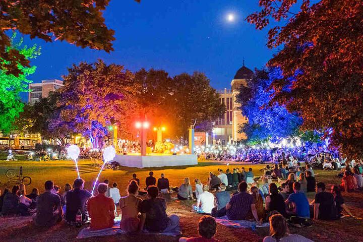 """Vom 3. Juli bis zum 4. August kann man den """"Parksommer"""" genießen. Besonders an lauen Sommerabende ist die Stimmung toll."""