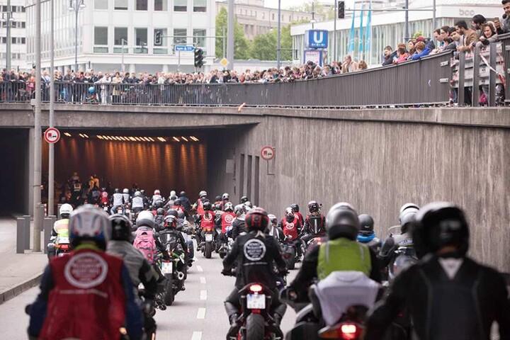 """Unter dem Motto: """"Gewalt fährt nicht mit"""" waren die Biker in Berlin zusammengekommen."""