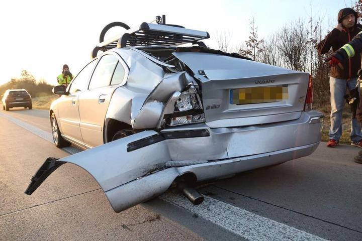 Auf diesen Volvo war der Mercedes Vito aufgefahren.