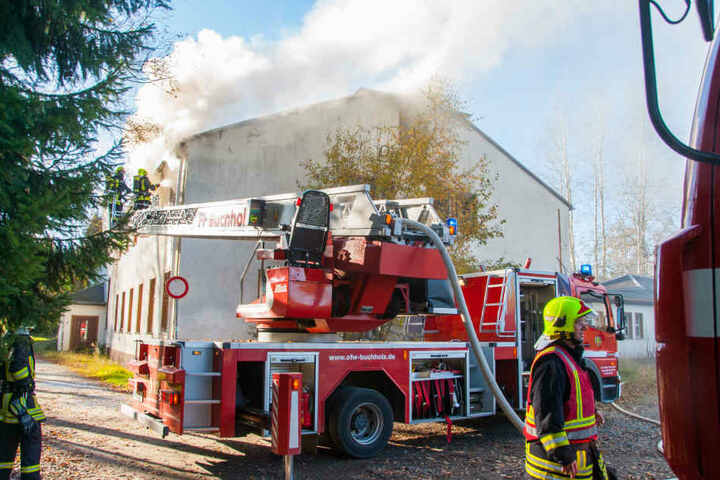 Das Feuer war in einem Zimmer ausgebrochen, griff dann auf den Dachstuhl über.