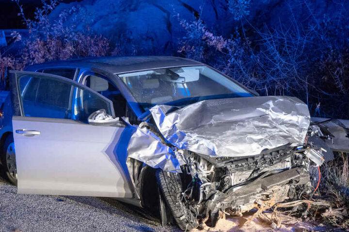 Aus diesem Auto wurde die schwer verletzte Beifahrerin geschleudert.
