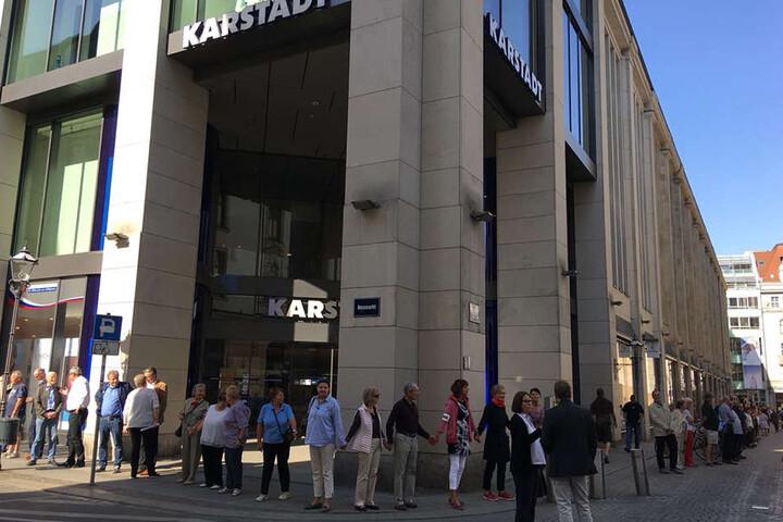 Das Leipziger Karstadt-Warenhaus - weil der Handelskonzern eine knapp 70-prozentige Mietsteigerung nicht akzeptiert, wurde ihm die Immobilie gekündigt.