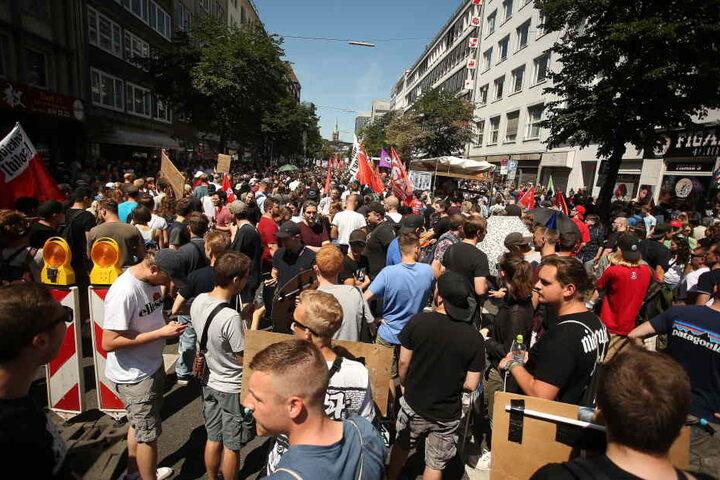 Fast 10.000 Menschen gingen gegen das neue Polizeigesetz auf die Straße.