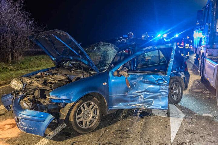 Am VW Golf entstand Totalschaden.