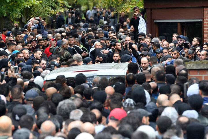 Zur Beerdigung des Berliner Schwerkriminellen erschienen Hunderte Trauergäste.
