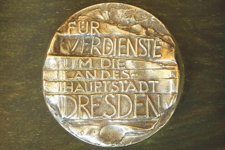 Maximal 25 lebenden Dresdnern wird die Ehrenmedaille verliehen.