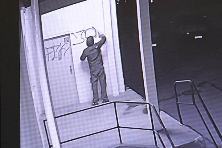 Überwachungskameras zeichneten jede Bewegung der Sprayer auf.