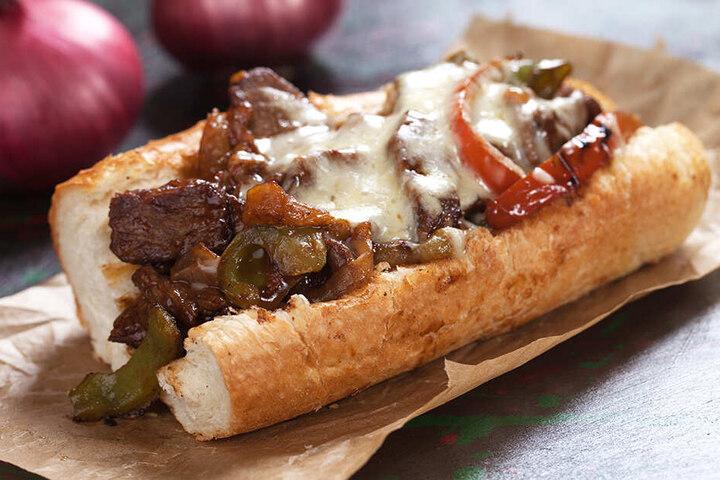 Schmecken lassen! So oder ähnlich schmackhaft sieht ein Philly Cheesesteak aus.