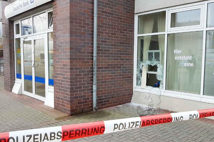Glücklicherweise steht das Gebäude in der Essener Straße sonst leer, sodass niemand verletzt wurde.