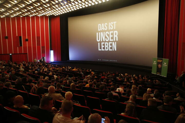 Der Saal war zur nicht öffentlichen Premiere am Freitagabend richtig gut gefüllt.